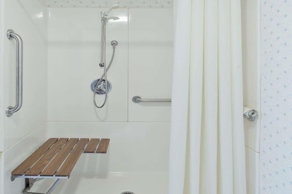 Huone, 1 keskisuuri parisänky, Esteetön, Tupakointi kielletty (Mobility) - Kylpyhuone