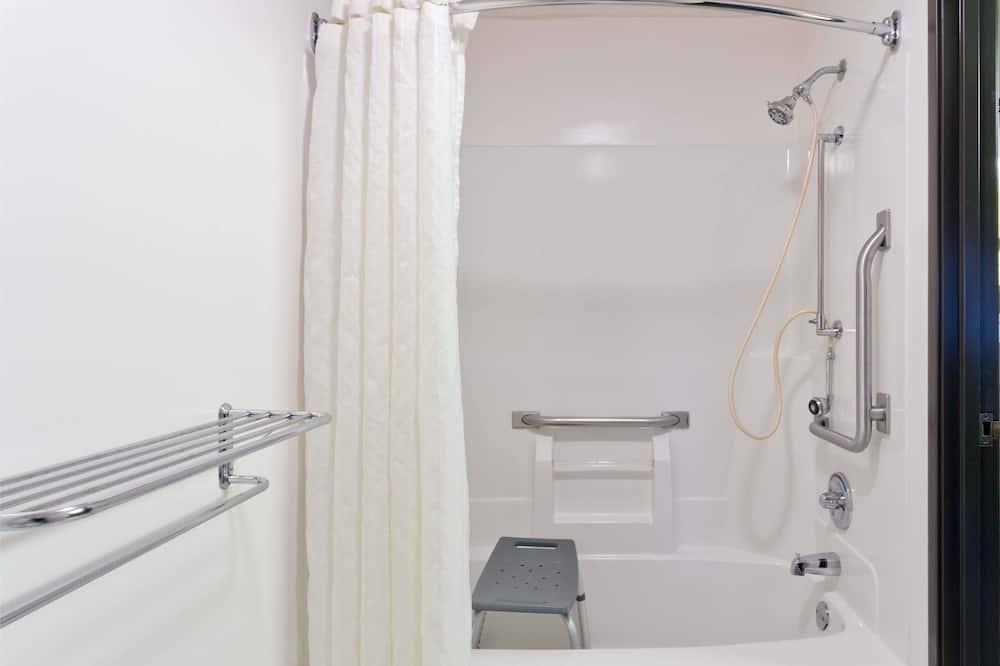 Huone, 2 keskisuurta parisänkyä, Esteetön, Tupakointi kielletty (Mobility) - Kylpyhuone