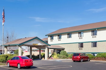 Picture of Super 8 by Wyndham Union Gap Yakima Area in Union Gap