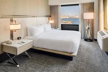 Enter your dates to get the best Jersey City hotel deal