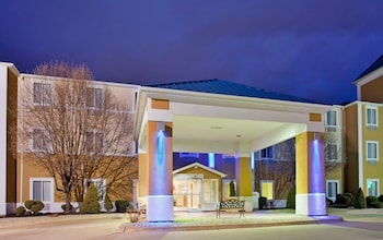Picture of University Inn and Suites Kirksville in Kirksville