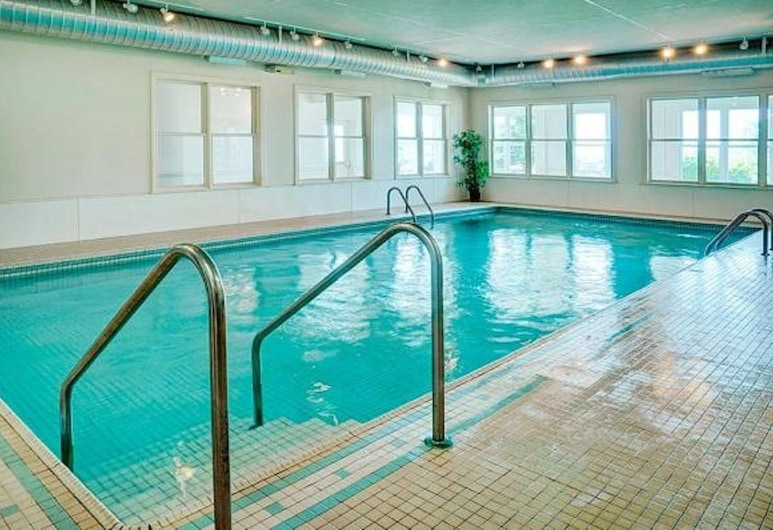 Loyalist Country Inn & Conference Centre, Summerside, Piscina cubierta