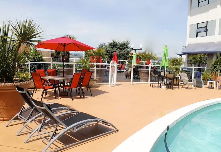 首都城中心飯店, 維多利亞, 室外游泳池