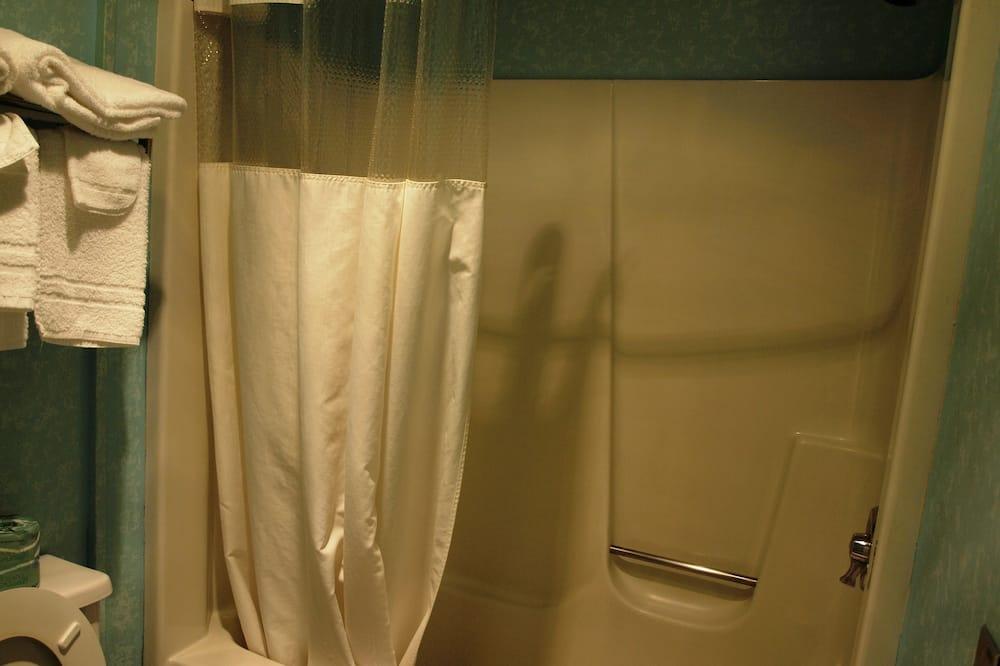 Basic Δωμάτιο, 2 Διπλά Κρεβάτια, Ψυγείο & Φούρνος Μικροκυμάτων - Ντουζιέρα μπάνιου