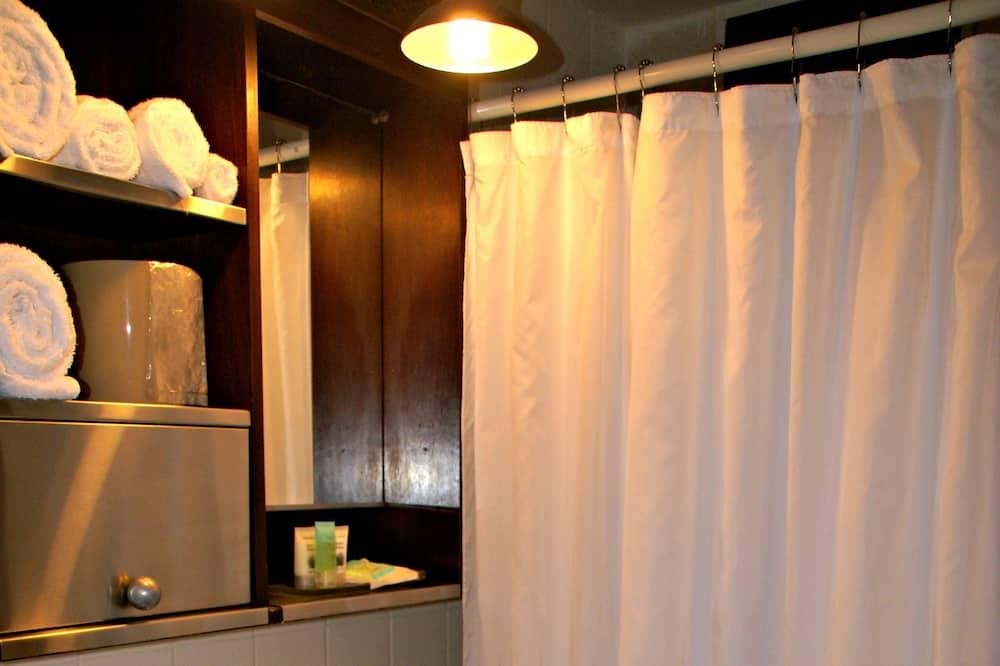 Pagerinto tipo dvivietis kambarys, 2 standartinės dvigulės lovos - Vonios kambarys