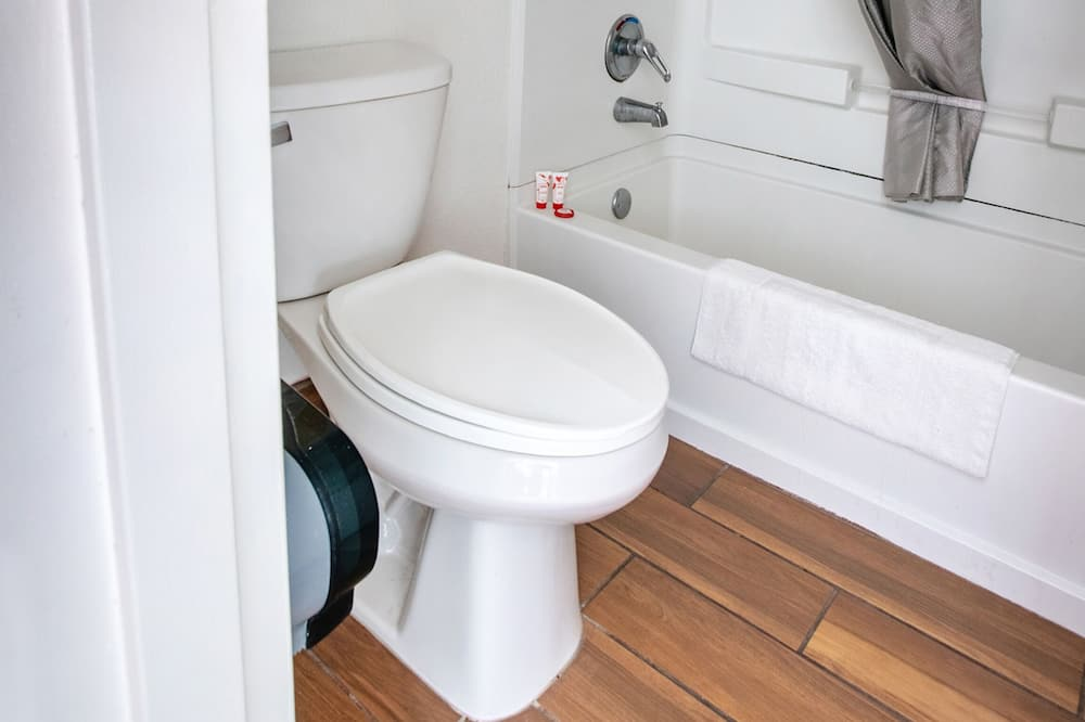 Huone, 2 keskisuurta parisänkyä, Tupakointi sallittu - Kylpyhuone