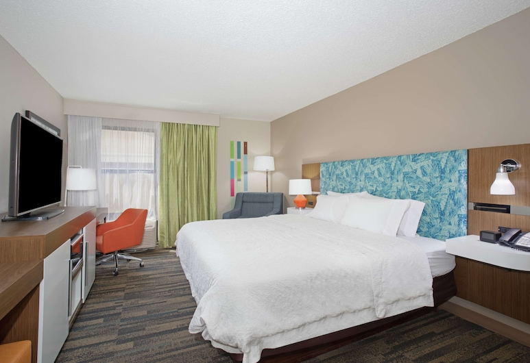 Hampton Inn & Suites Kansas City-Merriam, Shawnee, One King Bed, Non-Smoking, Accessible, Guest Room