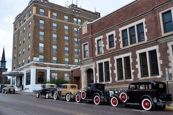 Picture of Landmark Inn in Marquette