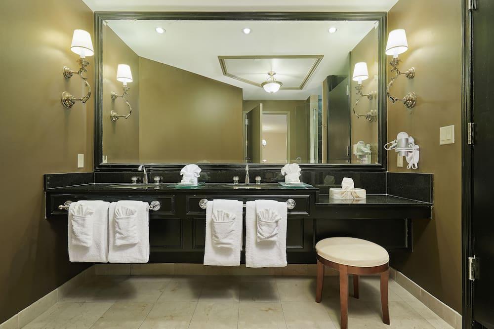 Luxusní pokoj, dvojlůžko (200 cm), nekuřácký - Umyvadlo vkoupelně