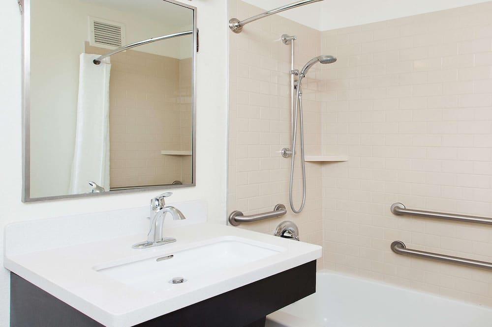 Suite, 1 cama Queen size, con acceso para silla de ruedas (Mobility Tub One Bedroom) - Baño