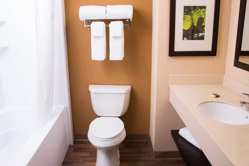 豪華開放式客房, 多張床 - 浴室