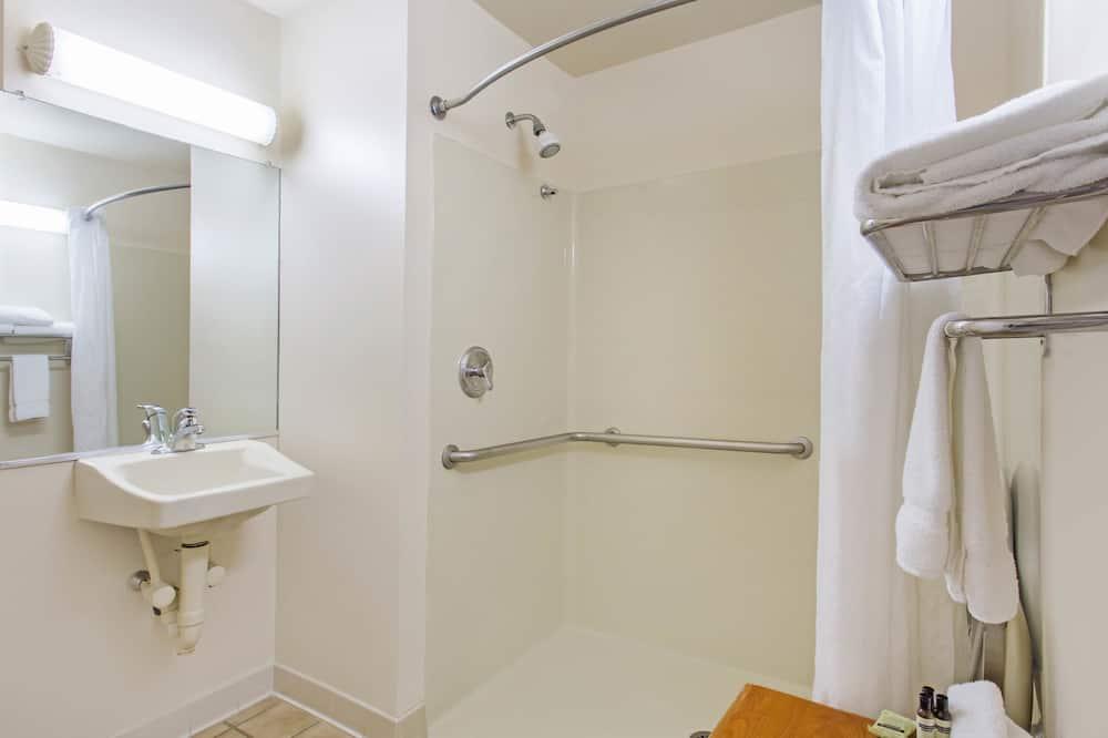 Deluxe Studio Suite, 1 King Bed, Accessible, Non Smoking - Bathroom