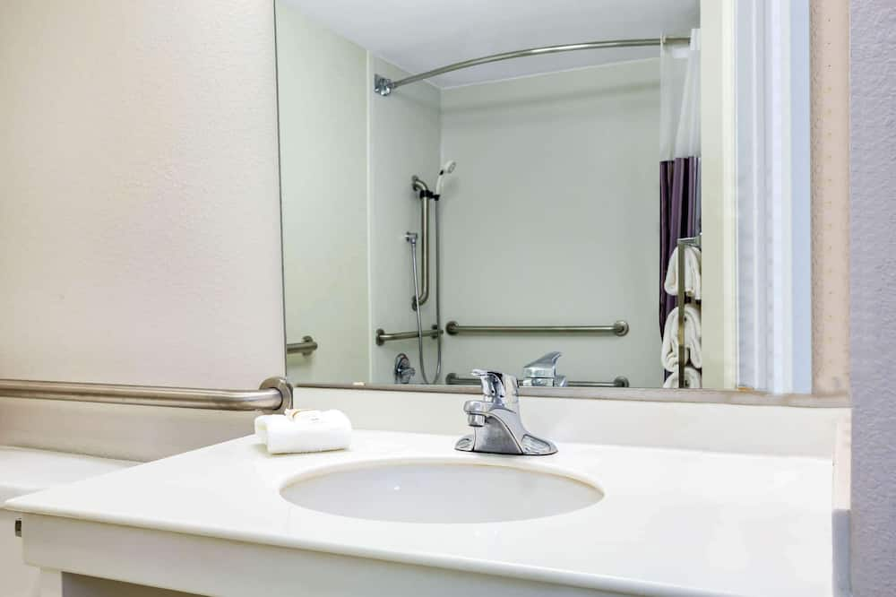 Room, 1 King Bed, Accessible, Non Smoking (Mobility/Hearing Impaired Accessible) - Bathroom
