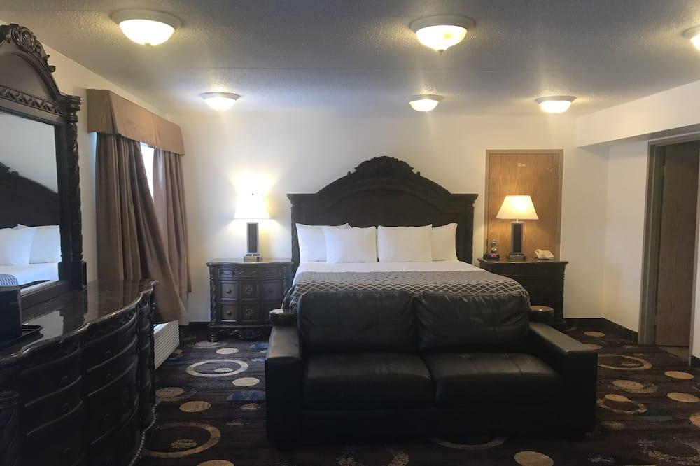 Standard Suite, 1 King Bed - Living Room