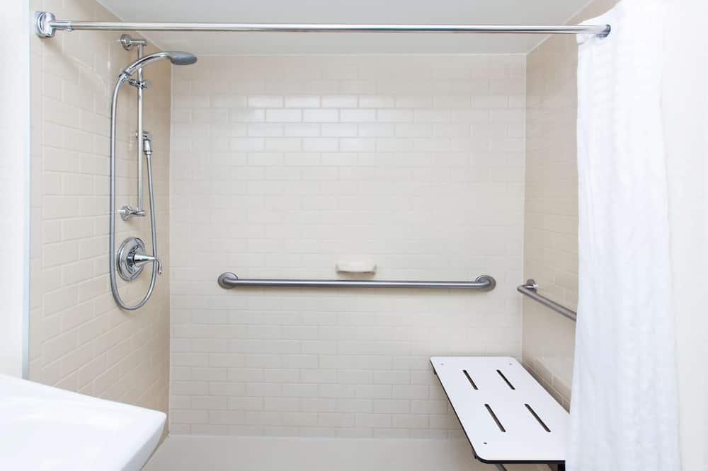 Apartmán, 1 veľké dvojlôžko, bezbariérová izba - Kúpeľňa
