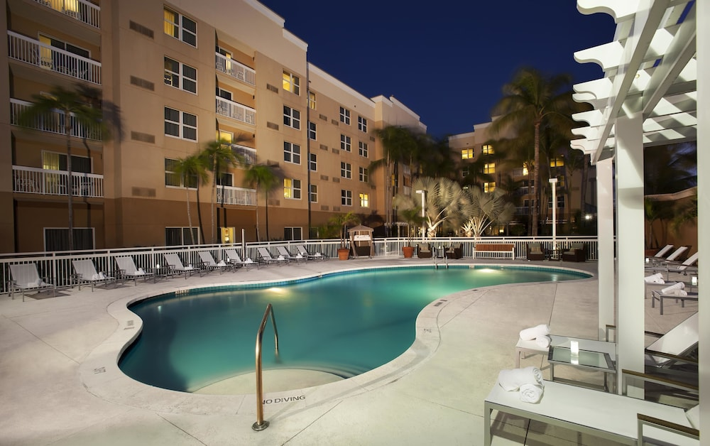 Courtyard By Marriott Aventura Mall Outdoor Pool