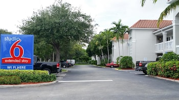 Picture of Studio 6 West Palm Beach in West Palm Beach