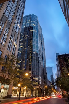 Choose This Romantic Hotel in Chicago -  - Online Room Reservations