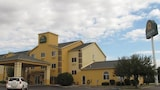 Reserve this hotel in Peru, Illinois