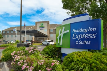 Picture of Holiday Inn Express & Suites Omaha - 120th and Maple in Omaha