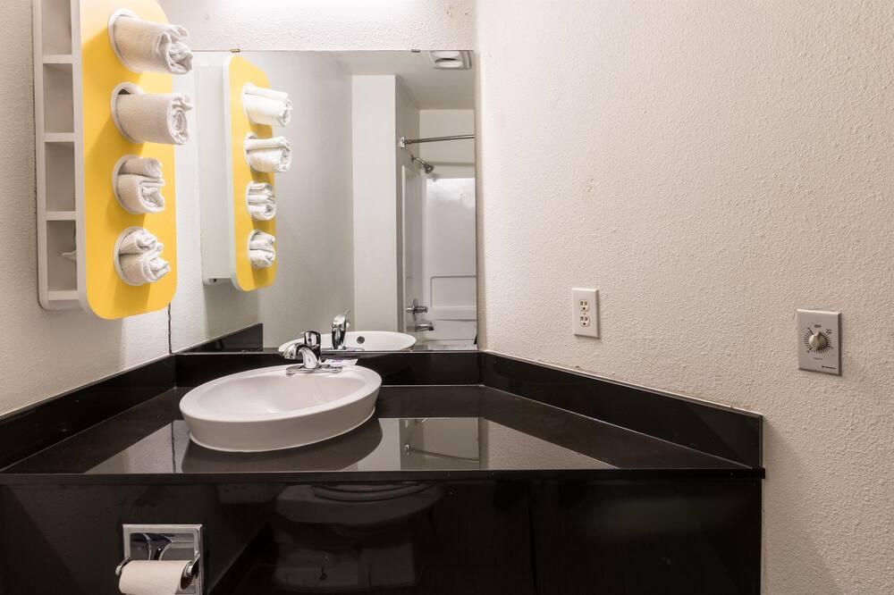 標準客房, 2 張加大雙人床, 非吸煙房 - 浴室洗手台