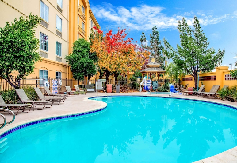 La Quinta Inn & Suites by Wyndham Fremont / Silicon Valley, Fremont, Pool