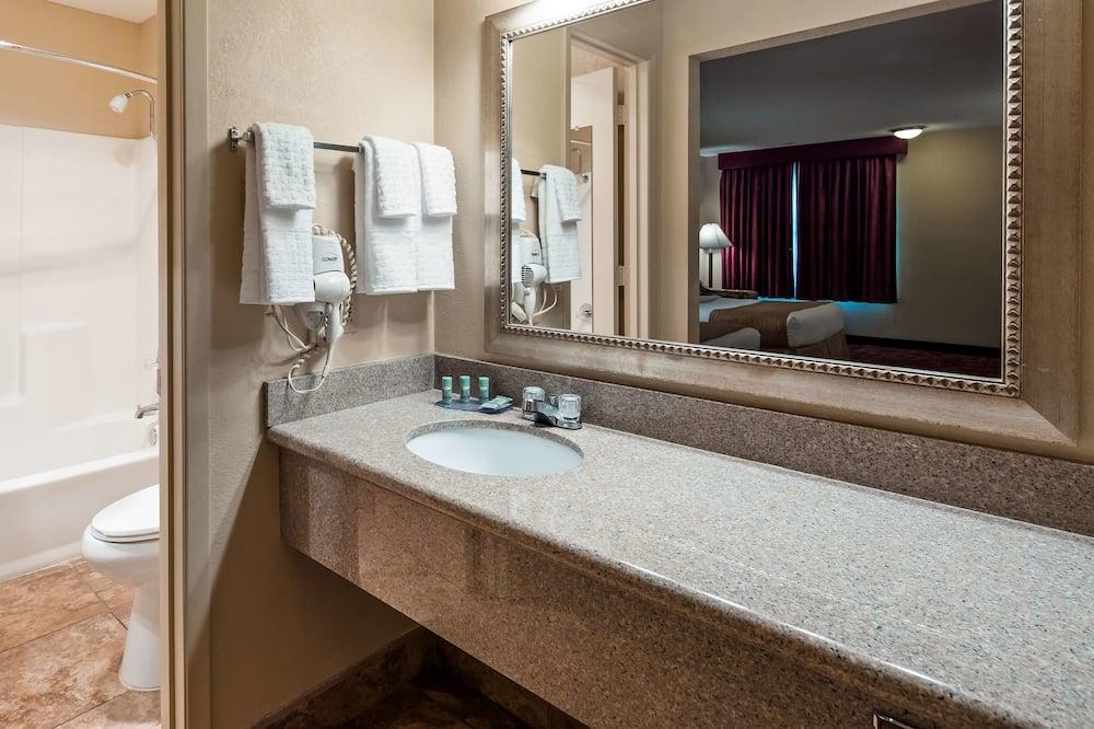 Standaard kamer, 1 kingsize bed, niet-roken, koelkast & magnetron (Oversized Room) - Badkamer