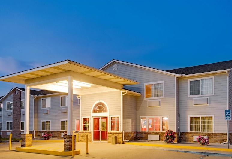 Super 8 by Wyndham Riverside/Kansas City, Riverside, Fasada hotelu — wieczorem/nocą