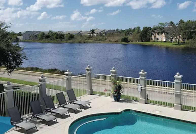 La Quinta Inn & Suites by Wyndham Bonita Springs Naples N., Bonita Springs, Bassein