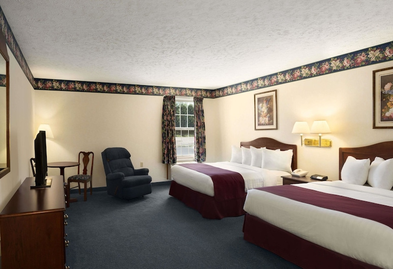 Days Inn by Wyndham Grayling, Grayling, Standard Room, 2 Queen Beds, Guest Room