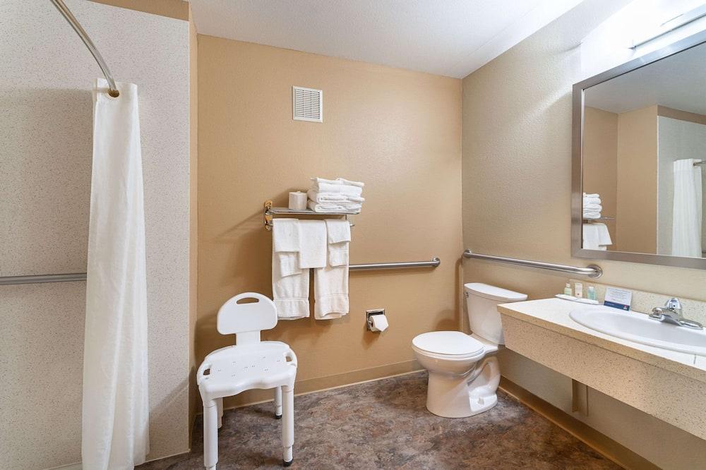 Room, 2 Queen Beds, Accessible, Non Smoking (Accessible Tub) - Bathroom