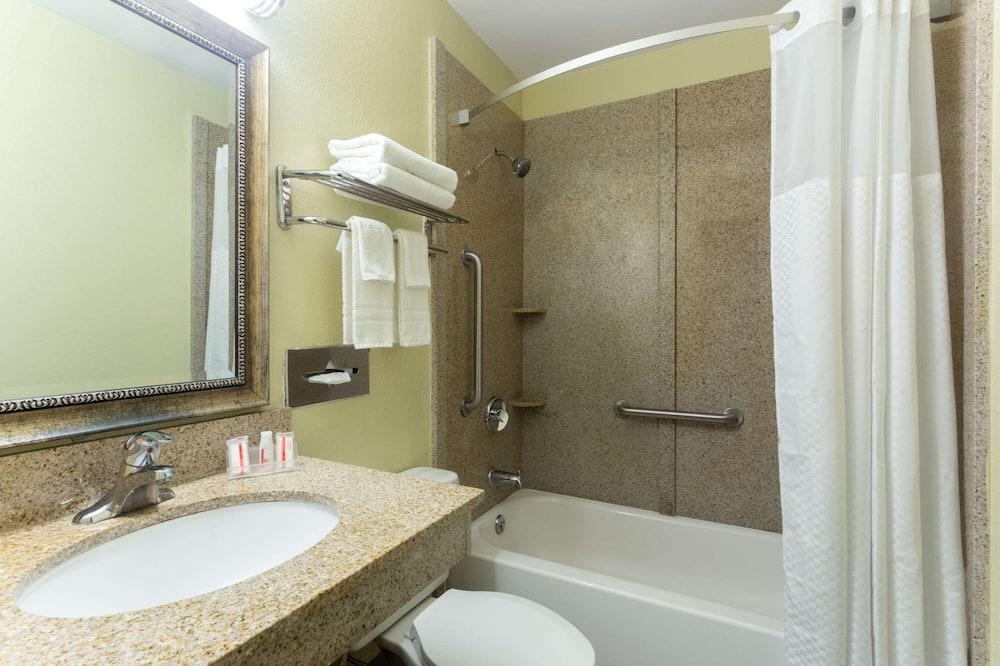 客房, 1 張加大雙人床, 無障礙, 非吸煙房 (Mobility) - 浴室