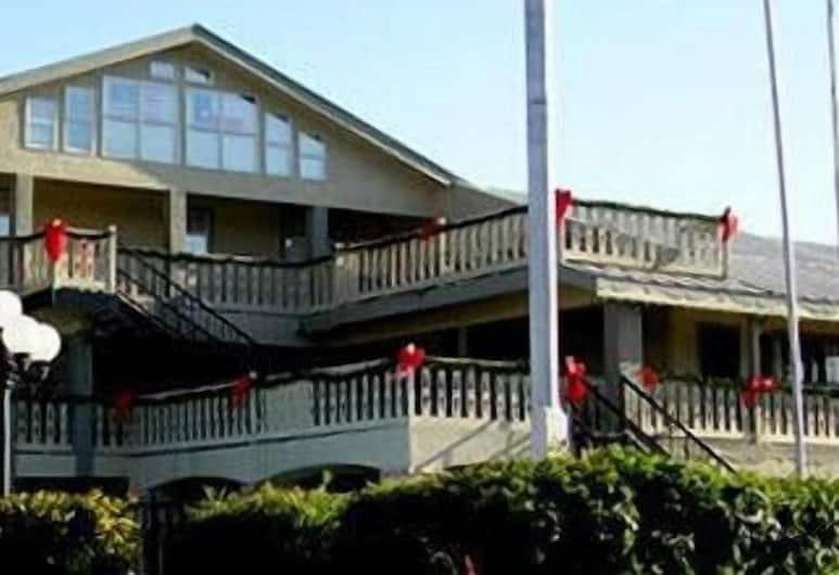 Sunday House Inn and Suites, Fredericksburg