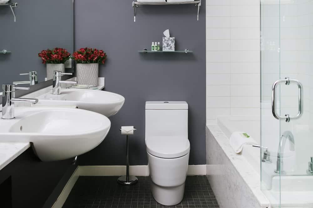 Suite, 1 King Bed (Moda Suite) - Bathroom