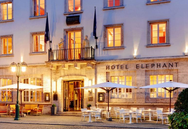 Hotel Elephant Weimar, Autograph Collection, Weimar, Entrada del hotel (tarde o noche)