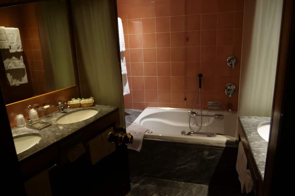 Apartmán typu Junior, výhľad na mesto - Kúpeľňa
