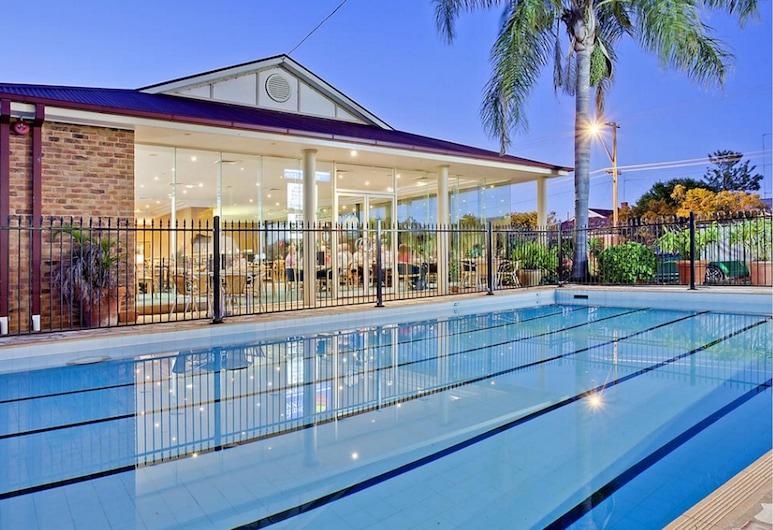 藍潟湖凱富飯店, 多寶, 游泳池