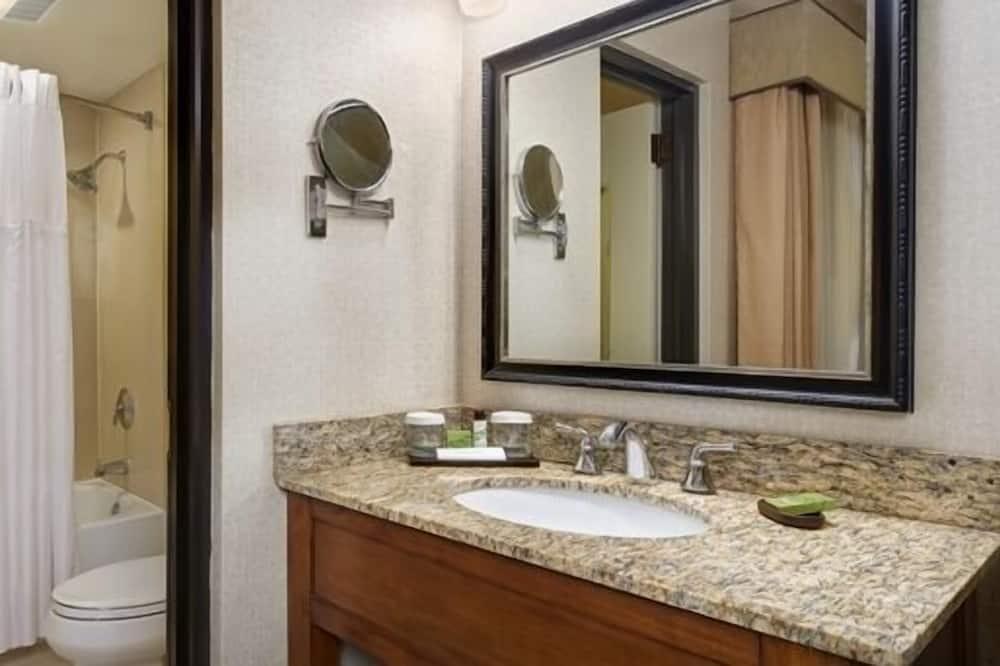 ห้องสแตนดาร์ดดับเบิล, เตียงใหญ่ 2 เตียง, ปลอดบุหรี่ - สิ่งอำนวยความสะดวกในห้องน้ำ