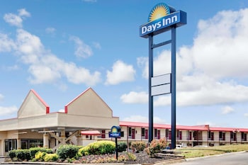 Picture of Days Inn Knoxville West in Knoxville