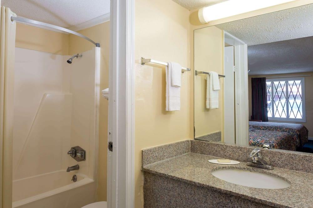 Δωμάτιο, 2 Διπλά Κρεβάτια, Καπνιστών - Μπάνιο
