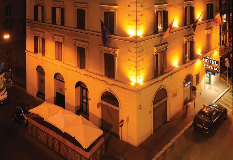 佩特里厄酒店, 羅馬