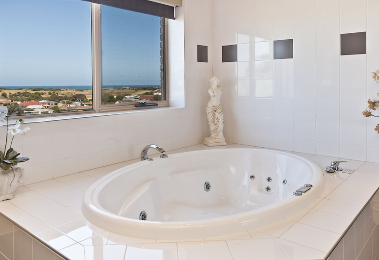 Comfort Inn On Raglan, Warrnambool, Premium King Spa Suite, Beach/Ocean View