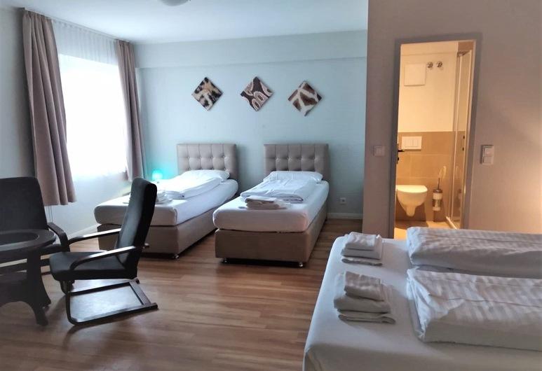 M&A Cityhotel Hildesheim, Hildesheim, Business Quadruple Room, Guest Room