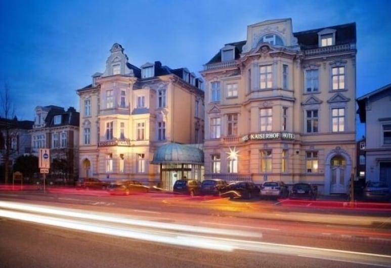Hotel Kaiserhof DELUXE, Lübeck, Fachada del hotel de noche