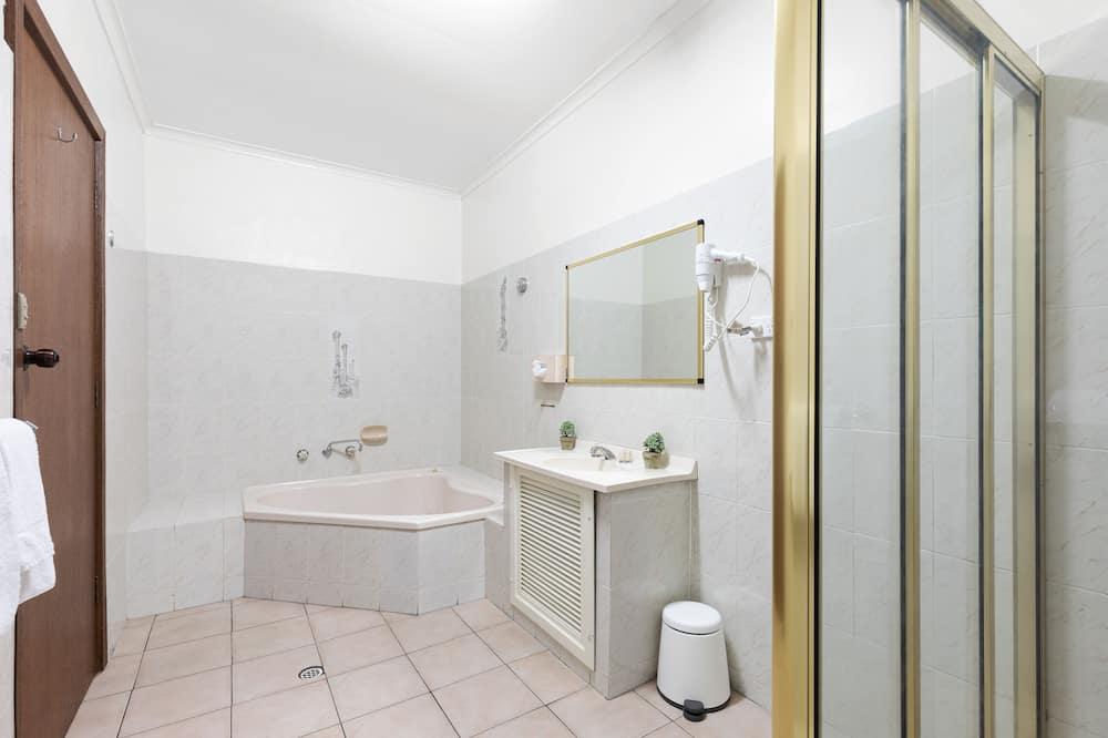 Standard-Zweibettzimmer, Whirlpool - Badezimmer