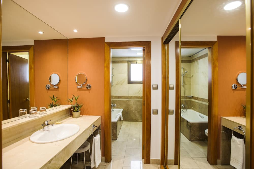 Premium - kahden hengen huone, Terassi - Kylpyhuone
