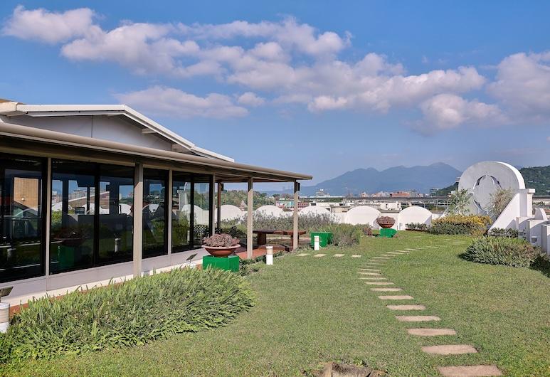 The Riviera Hotel, טאיפיי, גינה