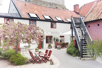 Enter your travel dates, check our Visby last minute prices