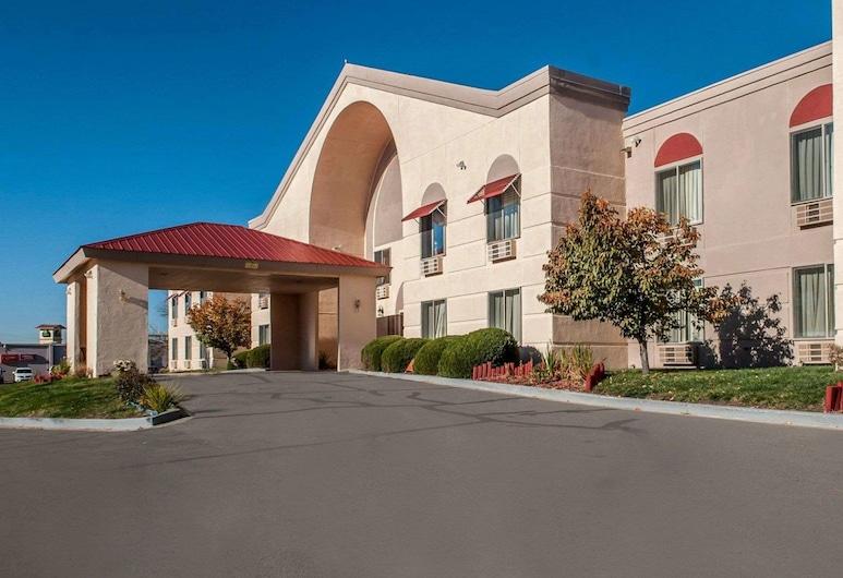 Quality Inn & Suites, Farmington