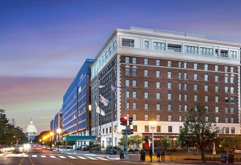 Phoenix Park Hotel, Washington, Hotel Front